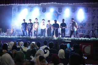 كنسرت بهنام صفوي، در روز جمعه ۲۵تیرماه در شهر كرمان به نفع کودکان مهرافرين برگزار شد.