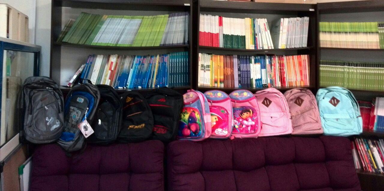 زنگ مدرسه در مهرآفرین به صدا درآمد/توزیع لوازم التحریر میان دانش آموزان تهران