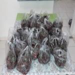توزیع غذا و میوه نذری در واحد کار و خیابان