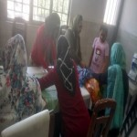 مادران در کارگاه بافتنی/ آموزش مددجویان شعبه حصار کرج
