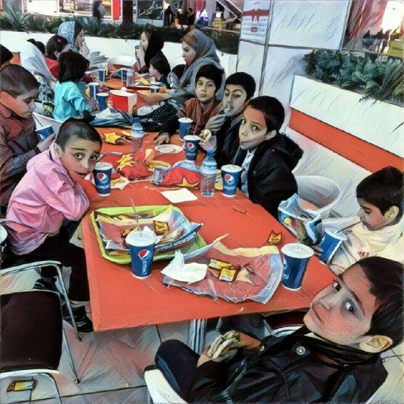 ۱۱ نفر از کودکان مهرآفرین به دعوت یکی از یاوران به شهر بازی و سینمای کوروش رفتند.