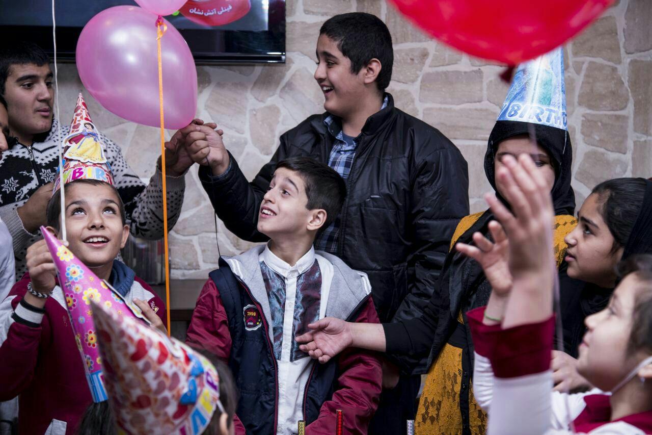 روز ۱۸آذرماه، جشن تولد تعدادی از بچه های مهرآفرین به همت یکی از یاوران برگزار شد.