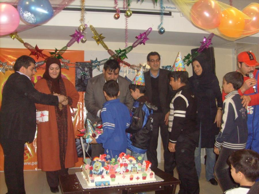 جشن تولد 50 کودک تحت پوشش مهرآفرین برگزار شد+فایل تصویری گزارش برنامه در شهر