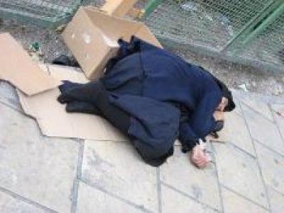 مهرافرین در میان کارتن خواب های تهران