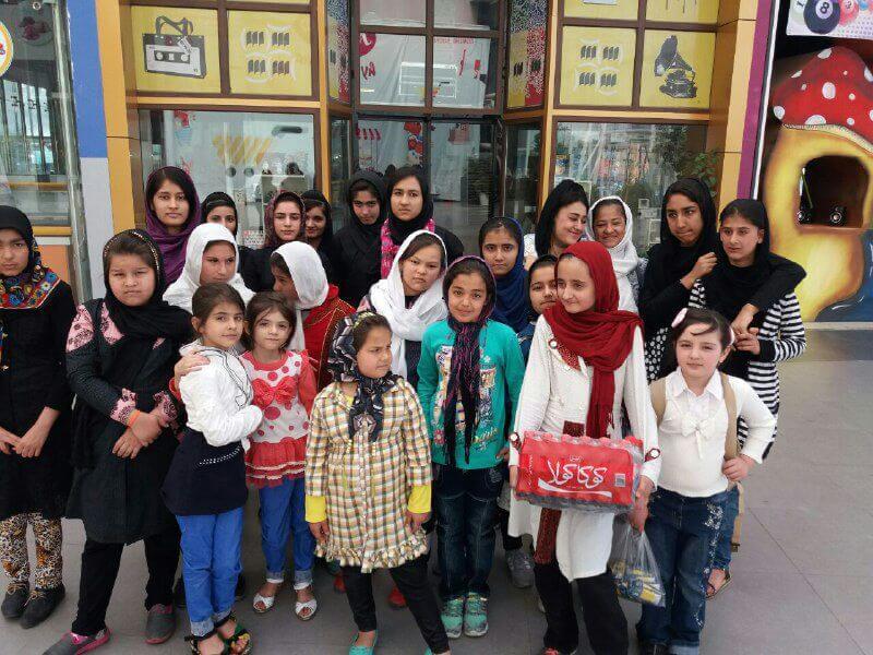 شادی کودکان کار و خیابان در دهکده آبی پارس