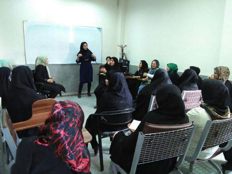 کارگاه آموزشی مهرآفرین برای حاشیه نشینان تهران