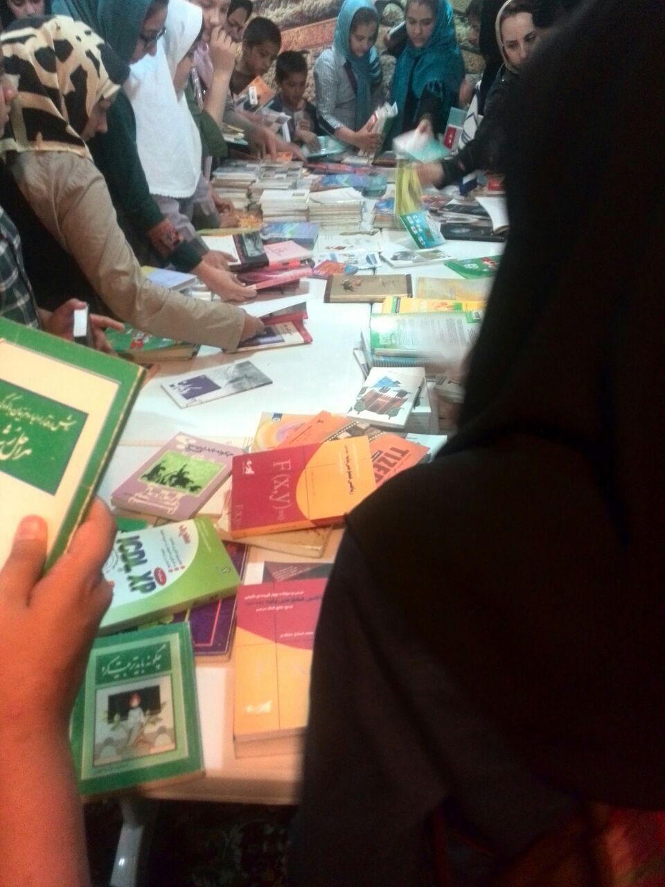 اهدای 300 جلد کتاب به کودکان مهرآفرین و ثبت نام کلاسهای تابستانی