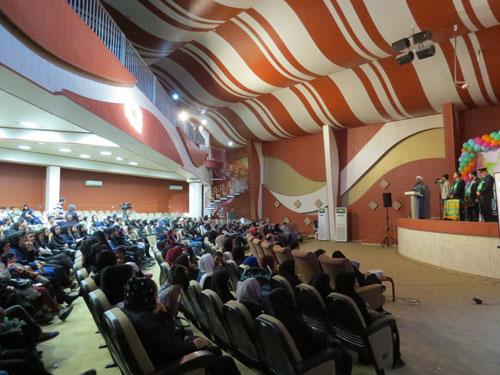 به مناسبت دهه کرامت همایش بزرگ دختران با حضور کاروان خادمان رضوی به همت خیریه مهرآفرین در کرمان برگزار شد