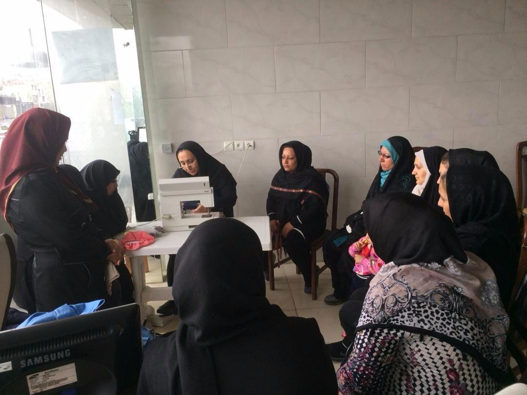 حرفه آموزی زنان سرپرست خانوار در مناطق حاشیه ای کرج