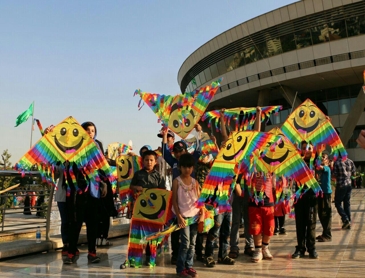 کودکان مهرآفرین در جشنواره بادبادک های برج میلاد