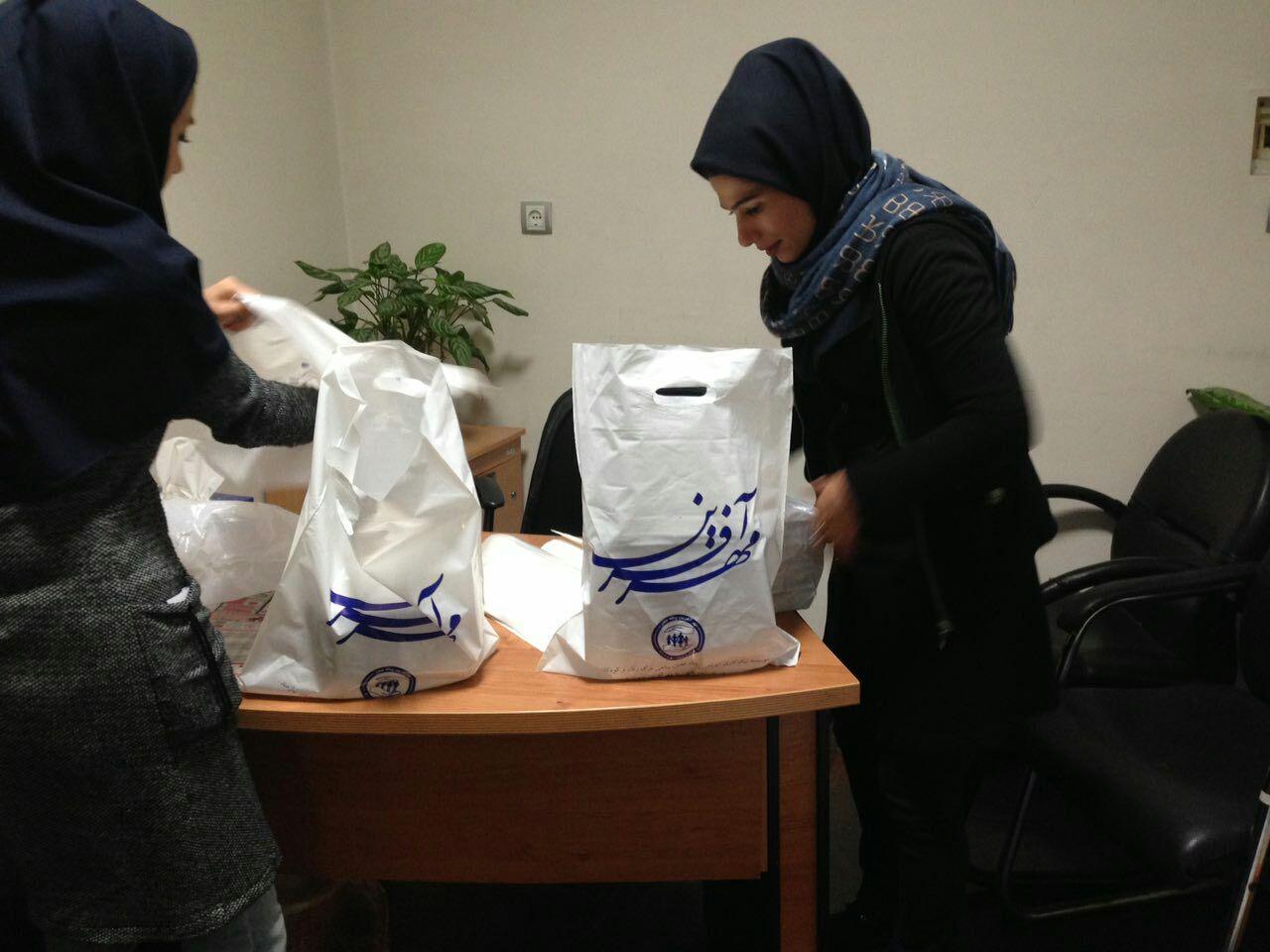پخش ۳۰۰ غذای گرم در بین مددجویان نیازمند خود در مهرآفرین