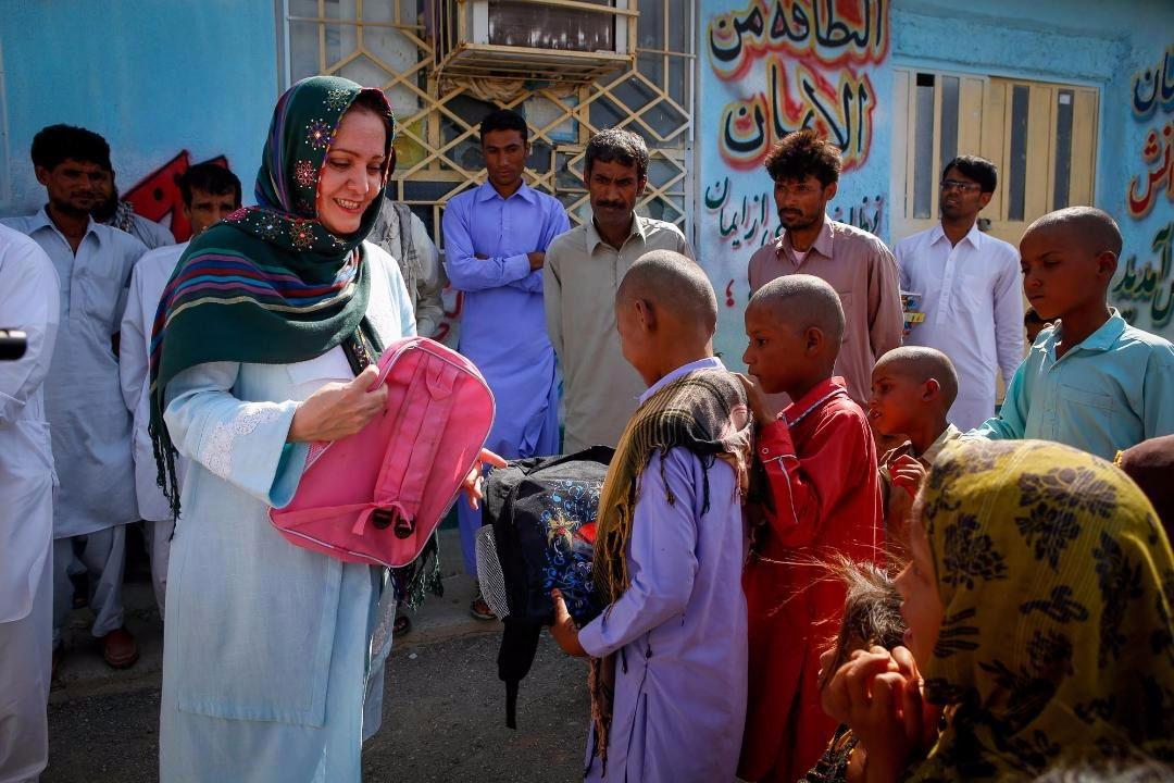 حمایت از کودکان بازمانده از تحصیل و دانش آموزان نیازمند در مناطق محروم