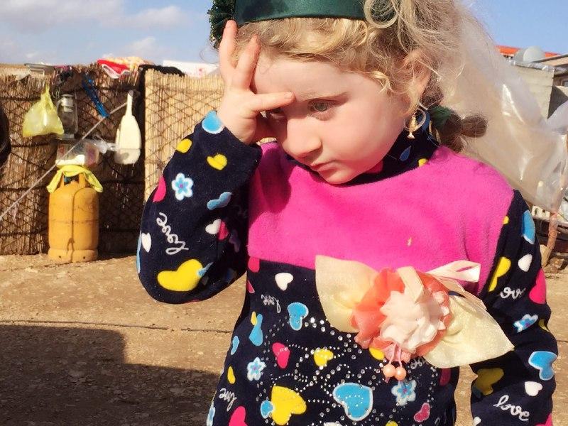 حضور مددکاران اجتماعی مهرآفرین در مناطق زلزله زده