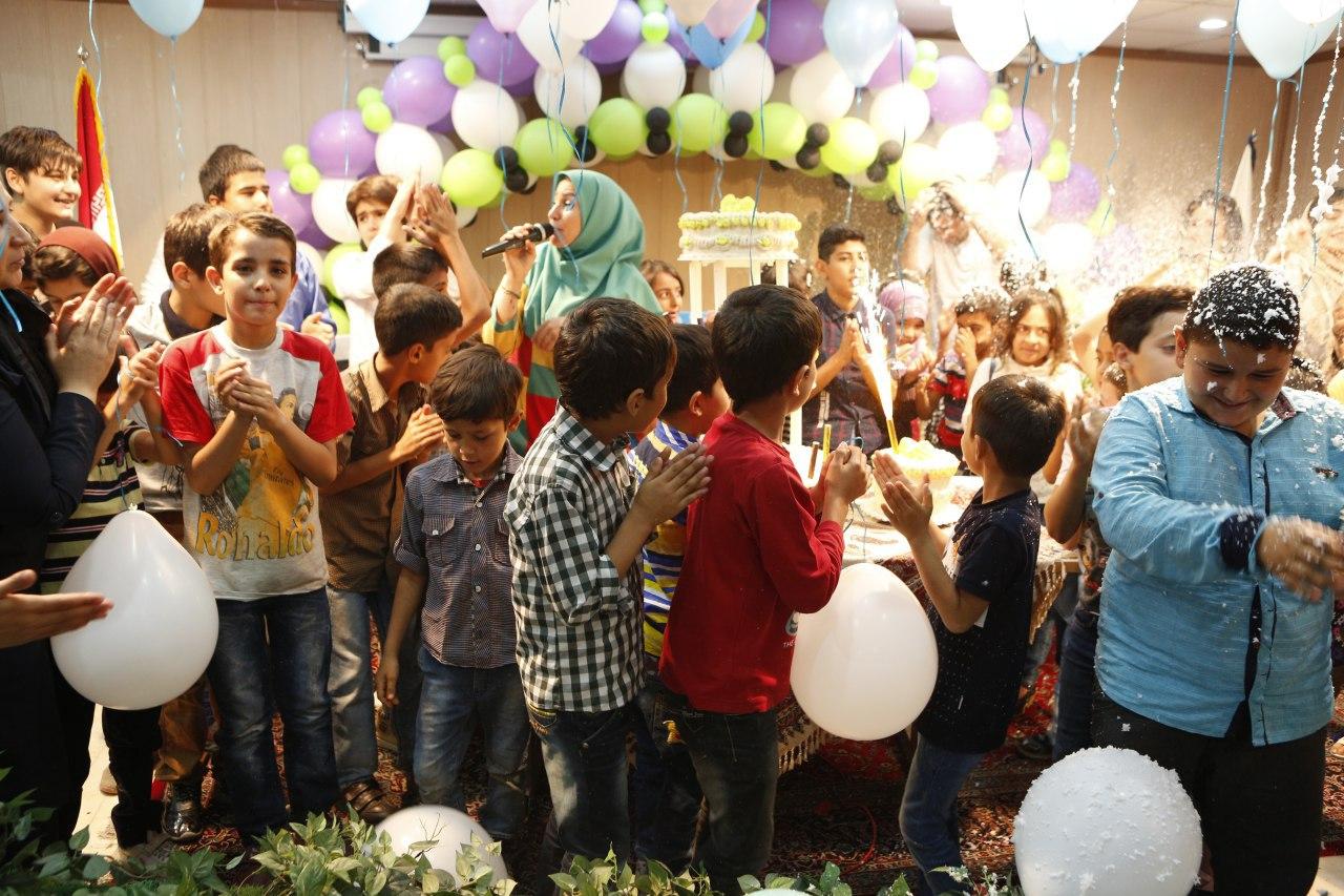 عمو حامی و خاله مریم در جشن تولد کودکان مهرآفرین